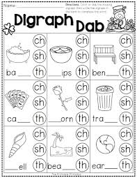 Students work on starting and finishing words. St Pactrick S Day Freebie Packet From The Printable Princess Phonics Kindergarten Teaching Phonics Phonics
