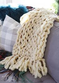 how to make a diy arm knit blanket with a fringe tutorial