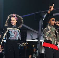 nas performs with alicia keys rocking off white er jacket and air jordan sneakers vibzn