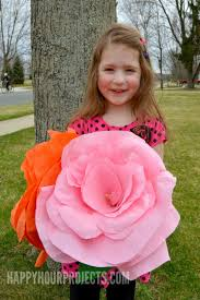Make Crepe Paper Flower How To Make Giant Crepe Paper Flowers Happy Hour Projects