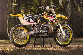 2018 suzuki two strokes. wonderful strokes the true story of ricky carmichaelu0027s 2005 suzuki rm250 twostroke inside 2018 suzuki two strokes e