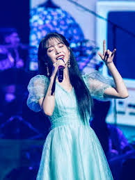 Iu works as a singer and actress in south korea. Iu And Her Family Love Singapore So Much That Her Brother Is Seriously Considering Doing An Exchange Semester Here Today