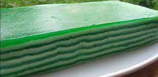 Bahan bahan 450 gram tepung tapioca 1200 ml santan 235 grm gula pasir 100 grm tepung ketan pewarna makanan 50 grm. Resep Kue Lapis Tepung Ketan Yang Lembut Dan Enak Portalmadura Com