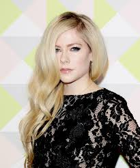 avril lavigne isn t dead but her look has changed a lot
