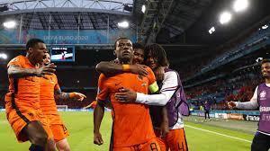 Der bekannteste name bei den ukrainern ist der des trainers: Fussball Em Niederlande Melden Sich Mit Sieg Zuruck Zdfheute