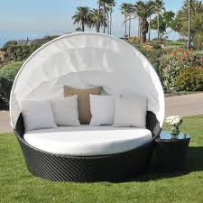 Furniture: Cozy Lounging Using Outdoor Daybed With Canopy — www ...