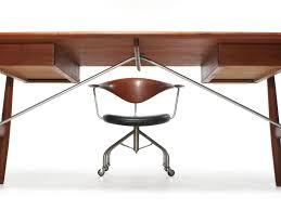 the Architect's Desk by Hans Wegner image 3