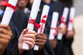 Группа в составе студент выпускники держа диплом Стоковое   Группа в составе студент выпускники держа диплом Стоковое Изображение изображение 37038713