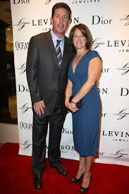 Dan Marino with friendly, Wife Claire Marino