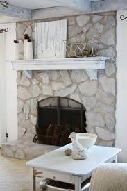 How to paint a stone fireplace by @danslelakehouse