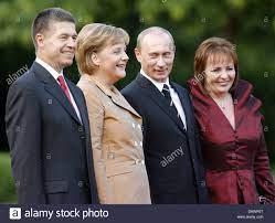 German Chancellor Angela Merkel (2-L ...
