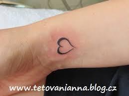 Tetování Zápěstí Srdce Dovol Sám Sobě Svobodně žít