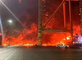 انفجار كبير في ميناء دبي بالإمارات بعد اندلاع النيران