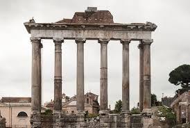 архитектурных памятников Древнего Рима Храм в честь бога Сатурна был воздвигнут около 489 г до н э символизировал победу над этрусскими царями из рода Тарквинеев Несколько раз он погибал во