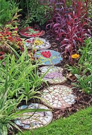 homemade garden decorations old ceramic vessels diy mosaic