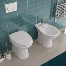Sanitari tradizionali in ceramica wc bidet e sedile copriwc bianco