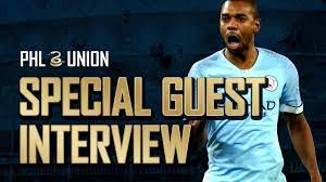 Manchester City's Fernandinho Chats with Union Academy & Kleberson - YouTube