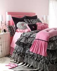Pink and Black ruffled bedding. Would be super cute for my daughter's ...    Girl beds, Pink and black bedding, Girl room