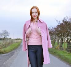Can redheads wear pink