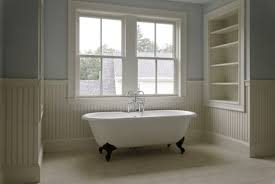 tradional style bathroom with clawfoot tub