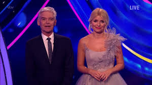Holly willoughby looked like a princess for the second live shows of 2020 dancing on ice. Holly Willoughby Shrieks As Her Dress Is Nearly Ripped Off In Dancing On Ice Camera Blunder Ok Magazine