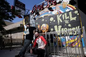 Dustin Hoots, left, and Jeff Davis with their coronavirus mural on ...