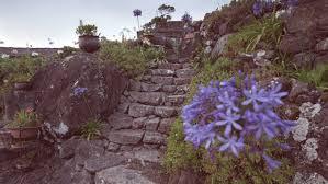 Römische treppe✅ mit einer großzügigen treppe aus naturstein wird der swimmingpool zum luxuspool und sie holen sich echtes urlaubsfeeling zu sich in den. Gartentreppe Bauen Vom Planen Zum Umsetzen