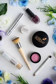 a list of 7 vegan and free makeup brands you can easily find