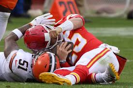 Mahomes knocked out of game with concussion