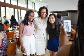 """Paula Johnson on Twitter: """"There is always time for a photo. I enjoyed a  wonderful lunch at the Lulu with our @Wellesley summer students.… """""""
