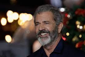 Mel Gibson salutes Donald Trump at ...
