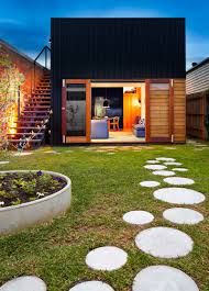 10 ideas for stepping stones in your garden round stepping stones tered throughout the