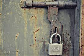 lock door old rust bolt