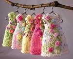 Вышивка цветами на вязаных изделиях схемы