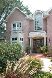 exterior paint colors that go with pink brick. pink brick home pictures exterior paint colors that go with