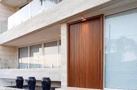 Isso porque elas costumam ser mais econômicas, já que a porta de madeira maciça possa encarecer um pouco a peça. O Que E Porta Pivotante Veja Os Principais Modelos