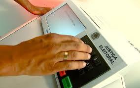 Resultado de imagem para eleições de 2018 marcando o 13 urna