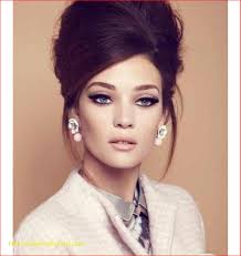 hairstyles in late 70s late 60 s early 70 s pinup like look neutral makeup semi