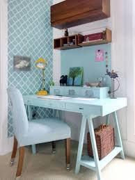 home office nook. Love The Blue Desk And Contrasting Wood Shelves In This Modern Home Office Nook, Me Encanta Esta Oficina Azul Con Mesa Hecha De Madera Pallet Nook