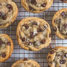 Crispy and Chewy Chocolate Chip Cookies