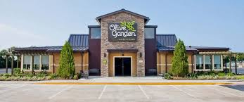 olive garden apologizes to cop after he was refused service for having