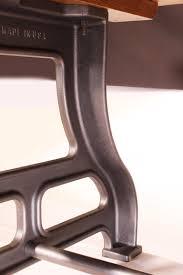 Industrieller Esstisch Mit Dicken Beinen Weiße Eiche Und