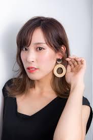韓国ヘアスタイル 韓国風の素敵な女性的なイメージのカーキインナー