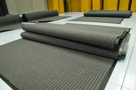 Comment choisir un tapis près de la porte d'entrée. Comment choisir un tapis  dans le couloir? Les nuances du choix et du design à faire soi-même