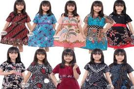 Model baju anak yang terbaru namun simpel akan mudah untuk di kenakan dan juga keren bagi sang anak. Panduan Memilih Baju Batik Anak Perempuan Adhiantirina