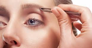 """Résultat de recherche d'images pour """"image de femme qui s'epile les sourcils"""""""