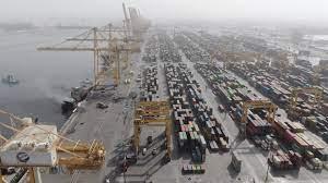 شاهد من الجو آثار حريق الحاوية بميناء جبل علي في دبي
