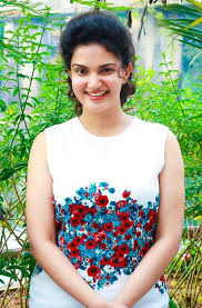 beauty galore hd actress honey rose without makeup in public
