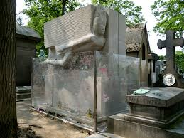 oscar wilde a large rectangular granite tomb a large stylised angel leaning forward is carved into the tomb of oscar wilde