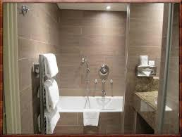 Bad Ohne Fliesen An Der Wand. Simple Lustig Modernes Badezimmer ...